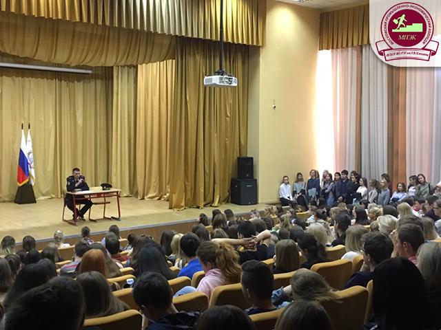 Лекция по профилактике табакокурения с майором полиции Аведисьяном Д.В.!