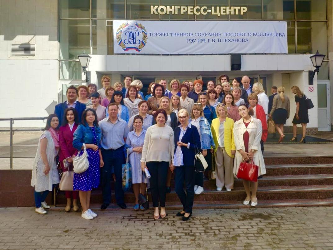 Проходит Торжественное собрание Трудового коллектива (30.08.2019)