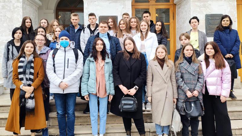 Экскурсия групп ПС-13,14 и ПР 11,12 в Государственный центральный музей современной истории России (29.04.2021)