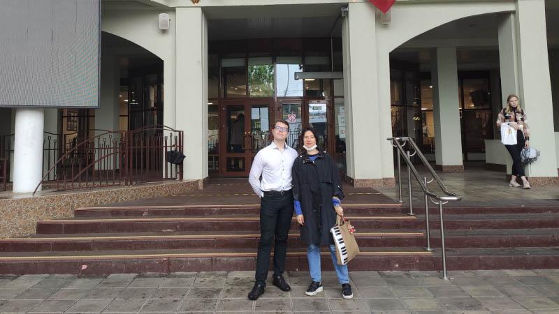 Студент Матвей Бакетов (ПР-31,32) в сопровождении преподавателя Ю.Н. Попович сдаёт ЕГЭ по физике (11.06.2021)