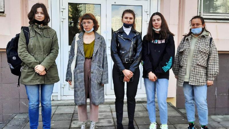 Студентки МПЭК приняли участие в тренировочном едином государственном экзамене по английскому языку (17.04.2021)