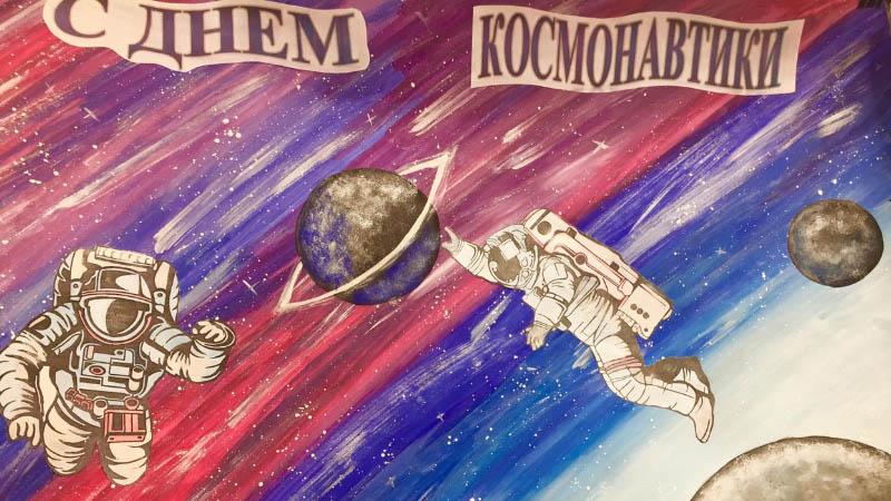 Выставкой газет студенты МПЭК поздравляют всех Россиян с 60-летием полёта Ю. А. Гагарина в космос